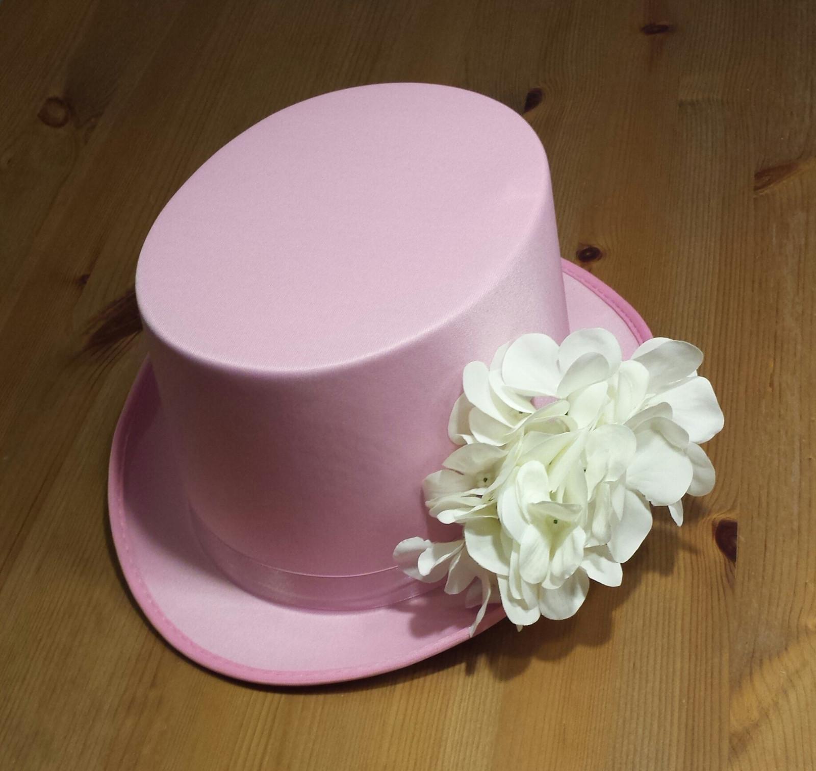 Růžový cylindr na svatební auto - hortenzie - Obrázek č. 1