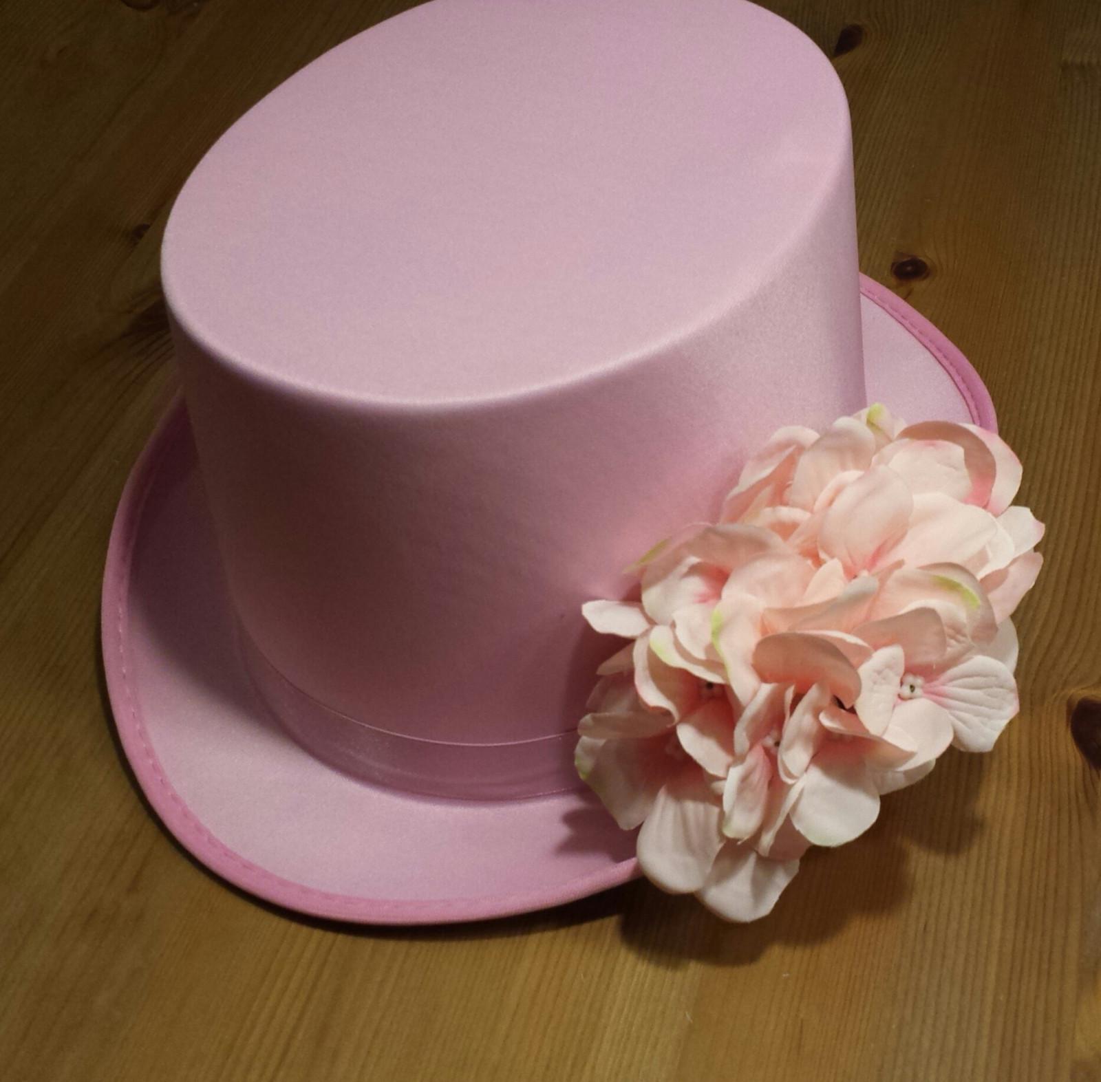 Růžový cylindr na svatební auto - hortenzie - Obrázek č. 4