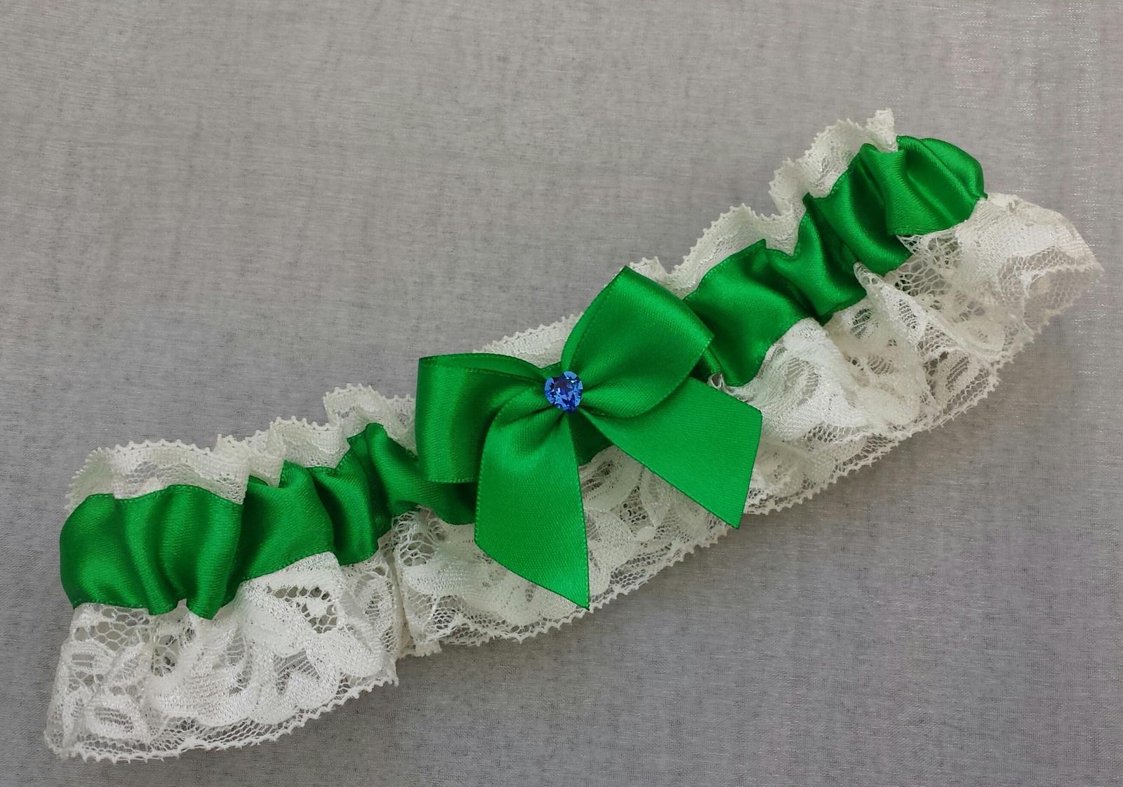 Krajkový ivory SW podvazek - zelená stuha - Obrázek č. 1