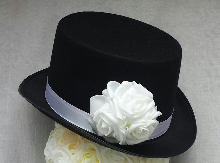 Cylindr na svatební auto - bílé růže - Obrázek č. 1