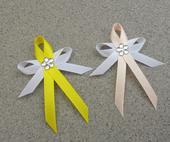 Citrónově žluté vývazky s květinkou,