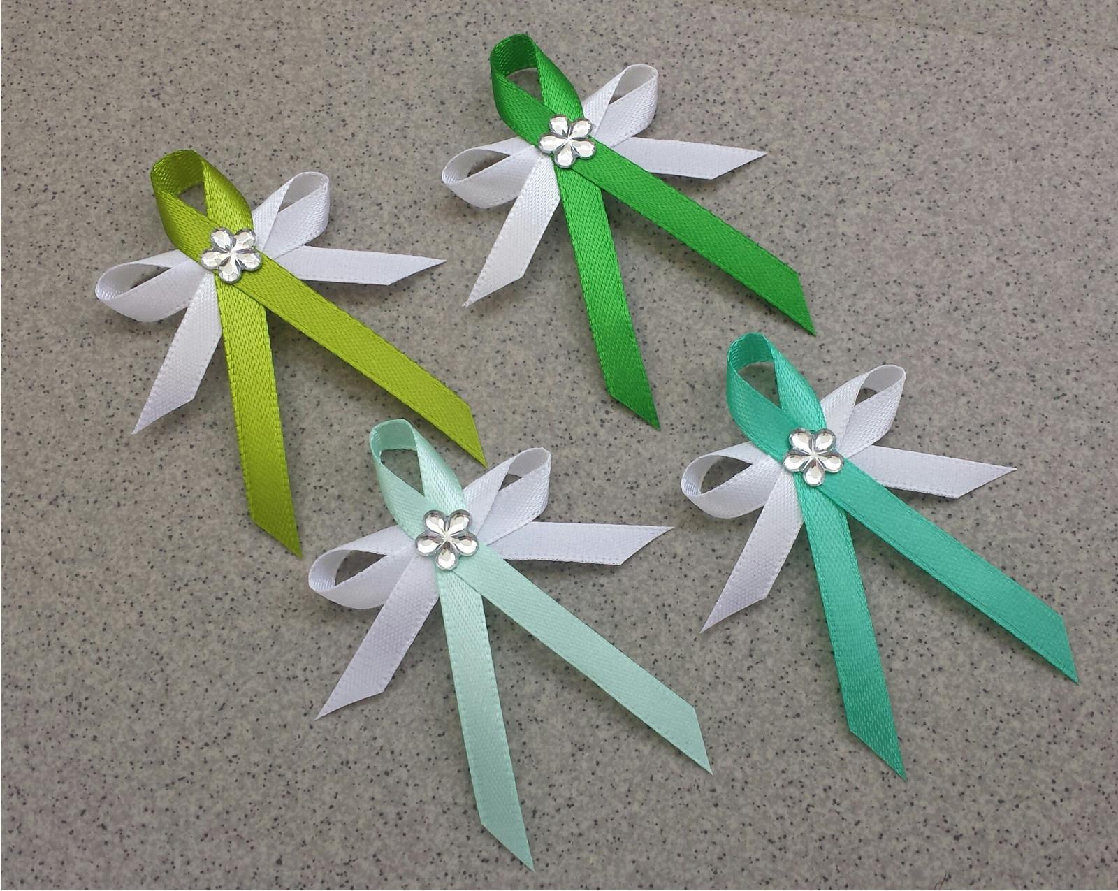 Trávově zelené vývazky s květinkou - Obrázek č. 1