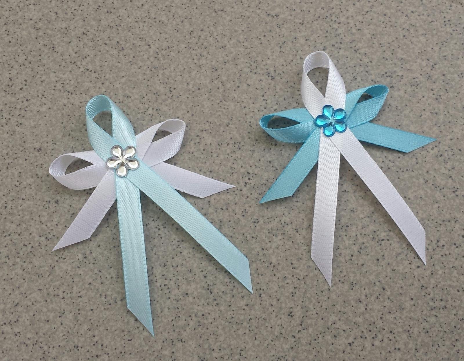 Ledově modré vývazky s květinkou - Obrázek č. 1