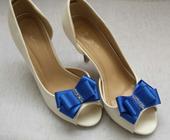Klipy na boty pro nevěstu s MODROU mašličkou,