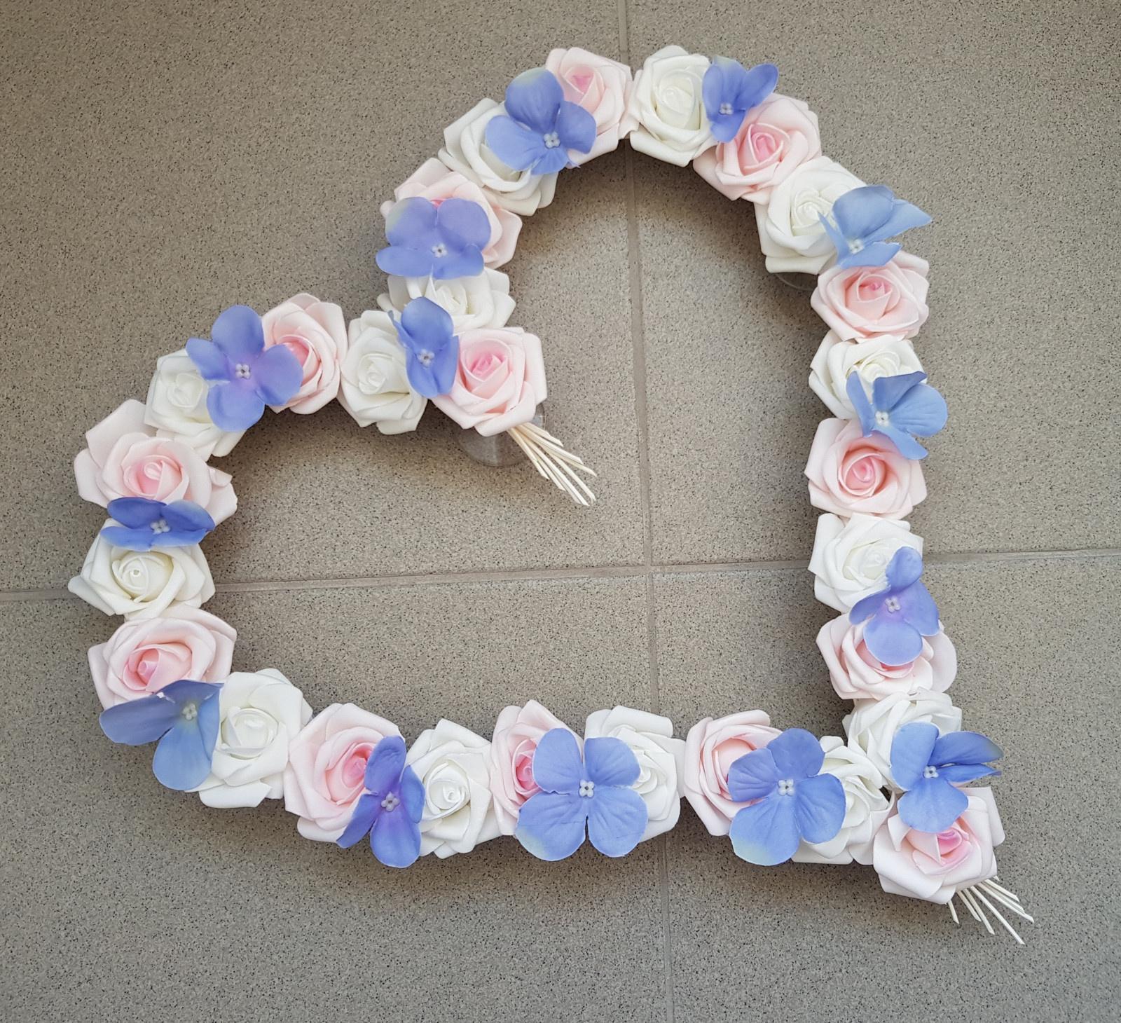 Pedigové srdce na kapotu bílé a růžové + hortenzie - Obrázek č. 1