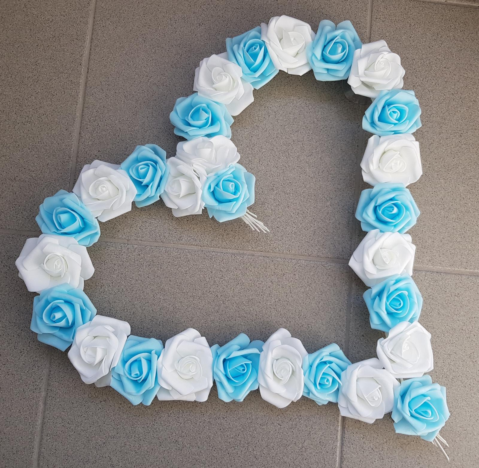 Pedigové srdce na kapotu bílá a modrá - Obrázek č. 1