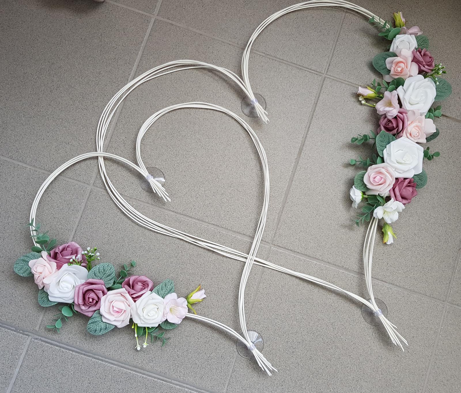 Srdce na kapotu bílá, růžová a starorůžová - Obrázek č. 1