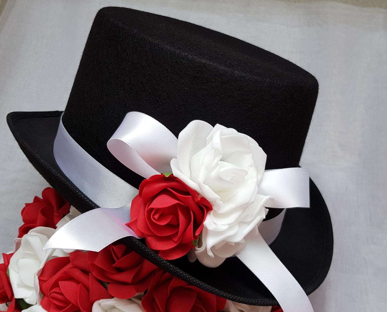 Cylindr na svatební auto - bilá/červená - Obrázek č. 1