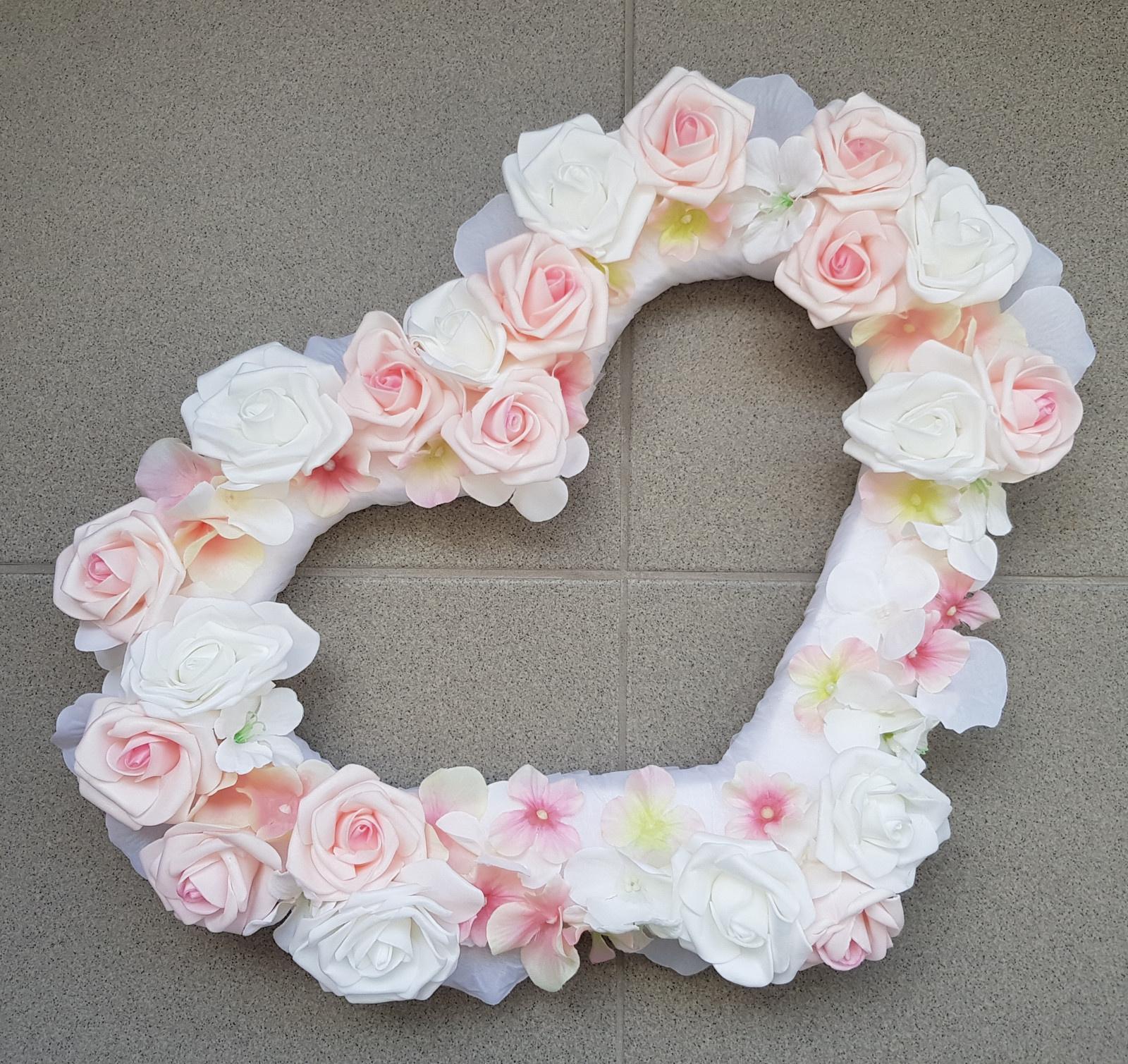 Srdce na kapotu bílá a růžová - Obrázek č. 1
