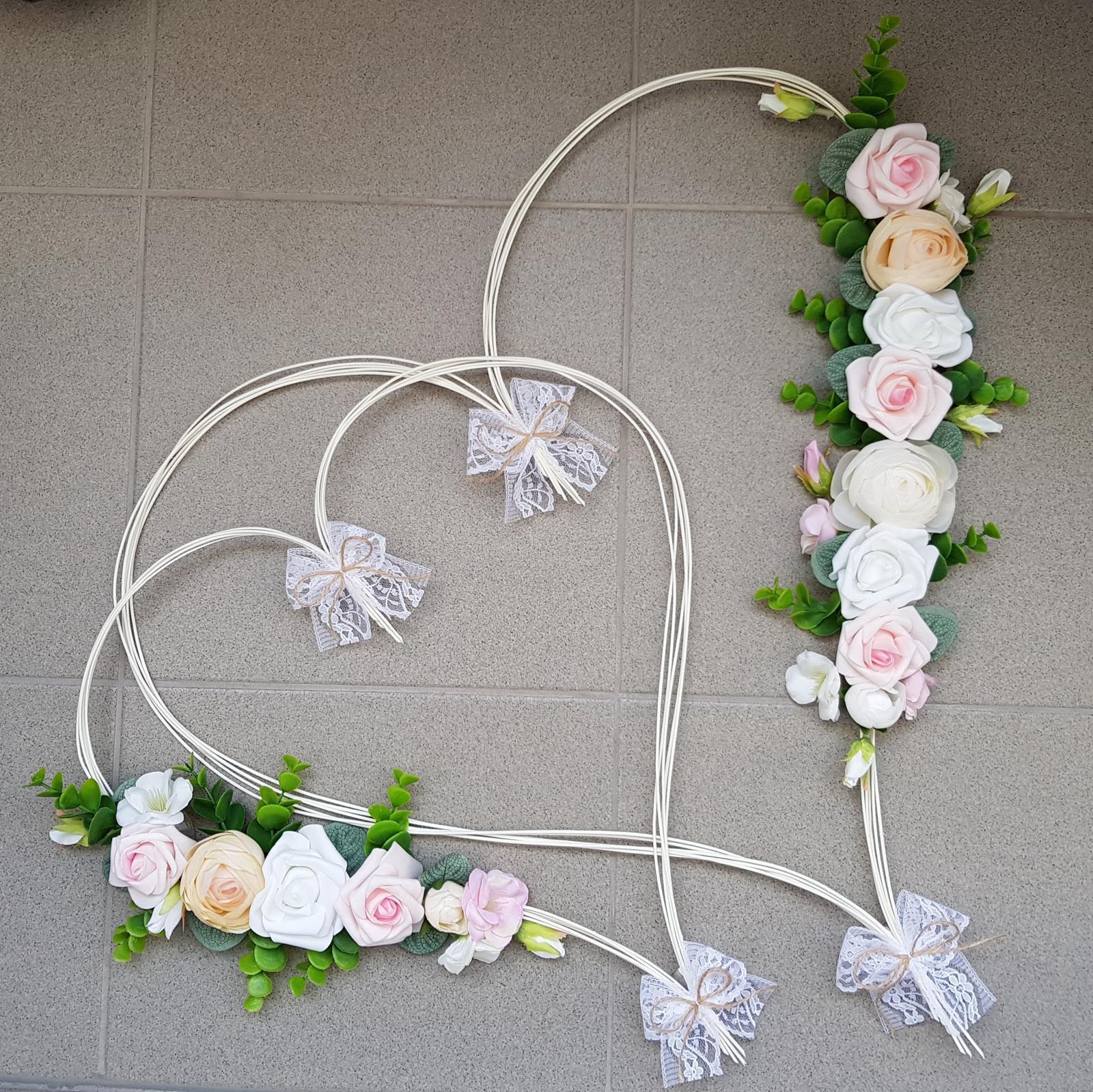 Srdce na kapotu bílá, růžová a šampaň  - Obrázek č. 1