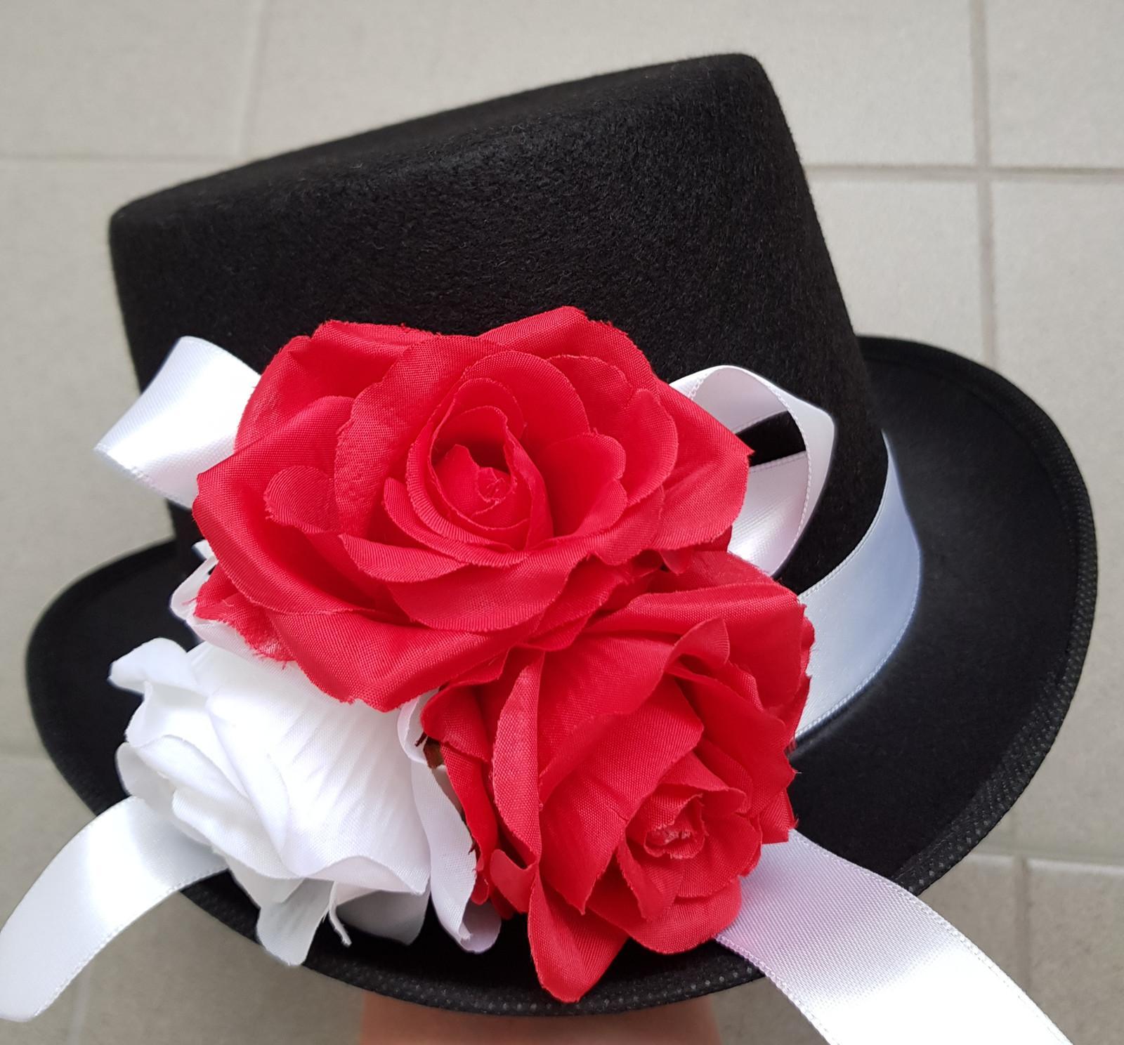 Cylindr na svatební auto - bílá/červená - Obrázek č. 1