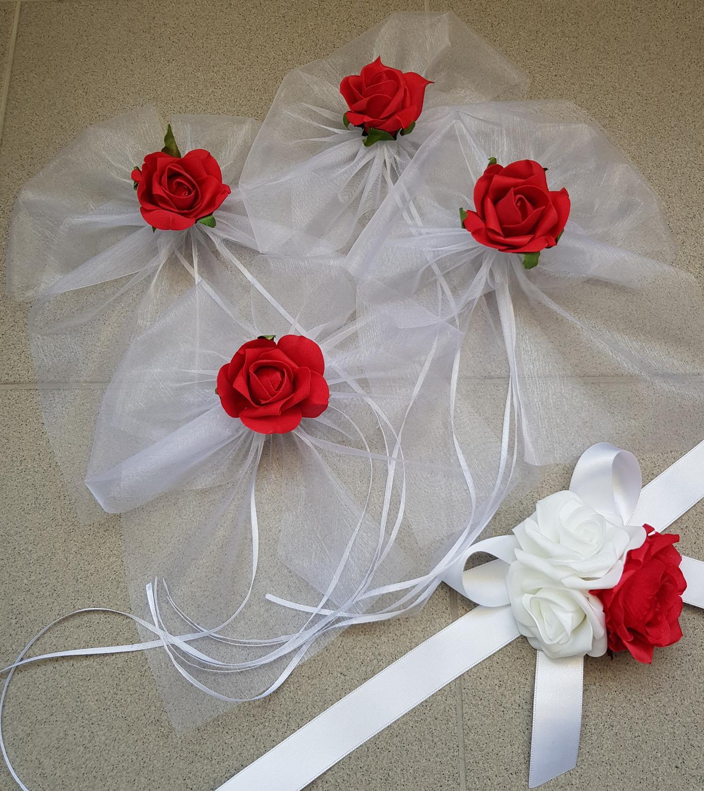 Srdce na kapotu bílá a červená - Obrázek č. 2