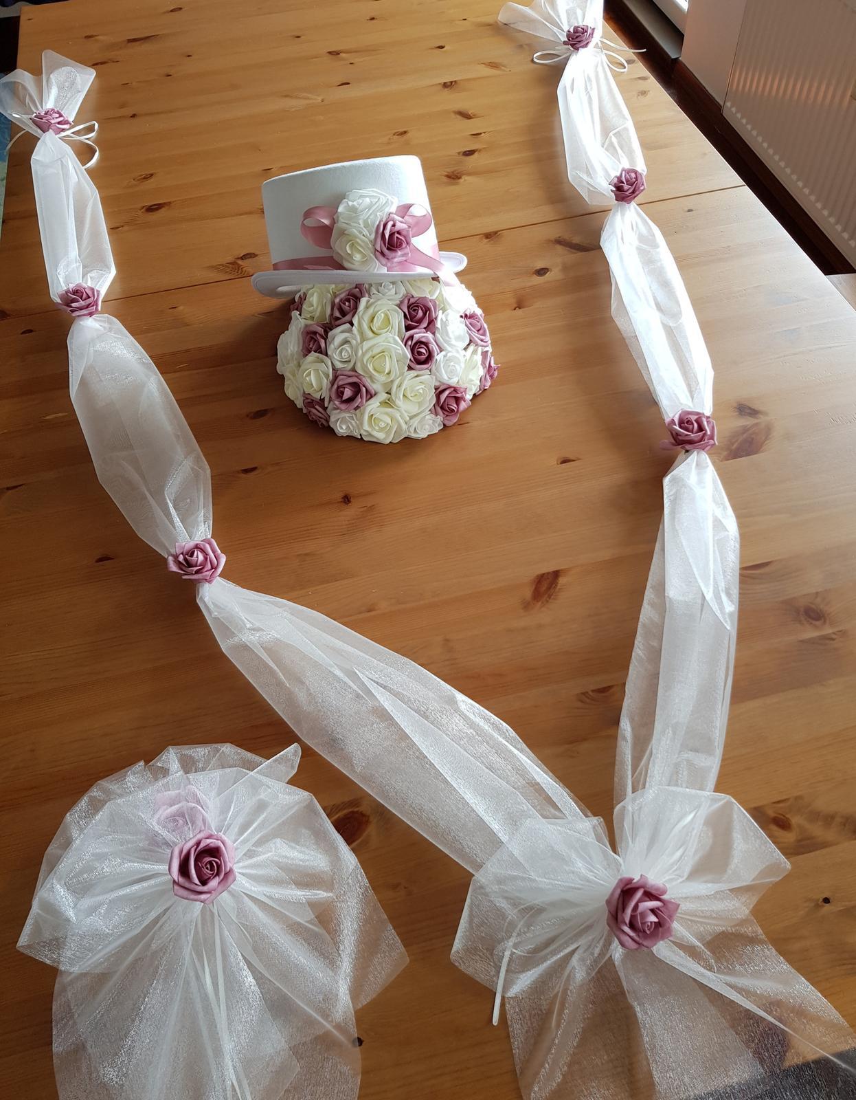 Bílý cylindr na svatební auto - Obrázek č. 1