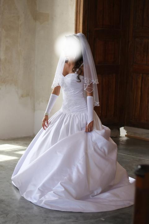 Naše prípravy na vysnívanú svadbičku :) - Moje šatičky:)