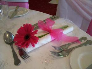 kvoli cene a dostupnosti ale pouzijem asi gerbery miesto tulipanov