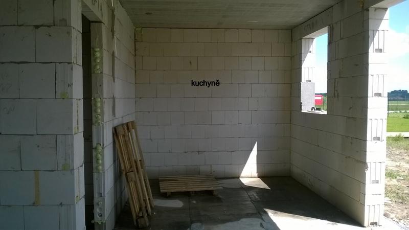 Stavba pasivního domu - Budoucí kuchyně, spíž a vstup na zahradu