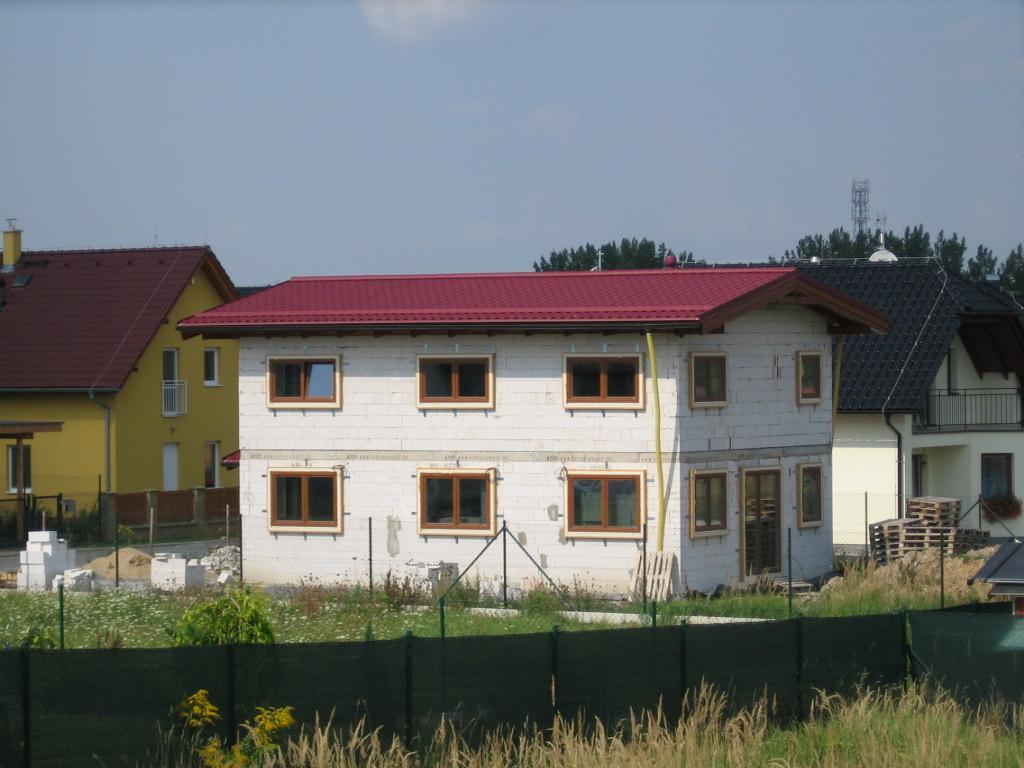 Stavba pasivního domu - Voillá! Máme střechu.