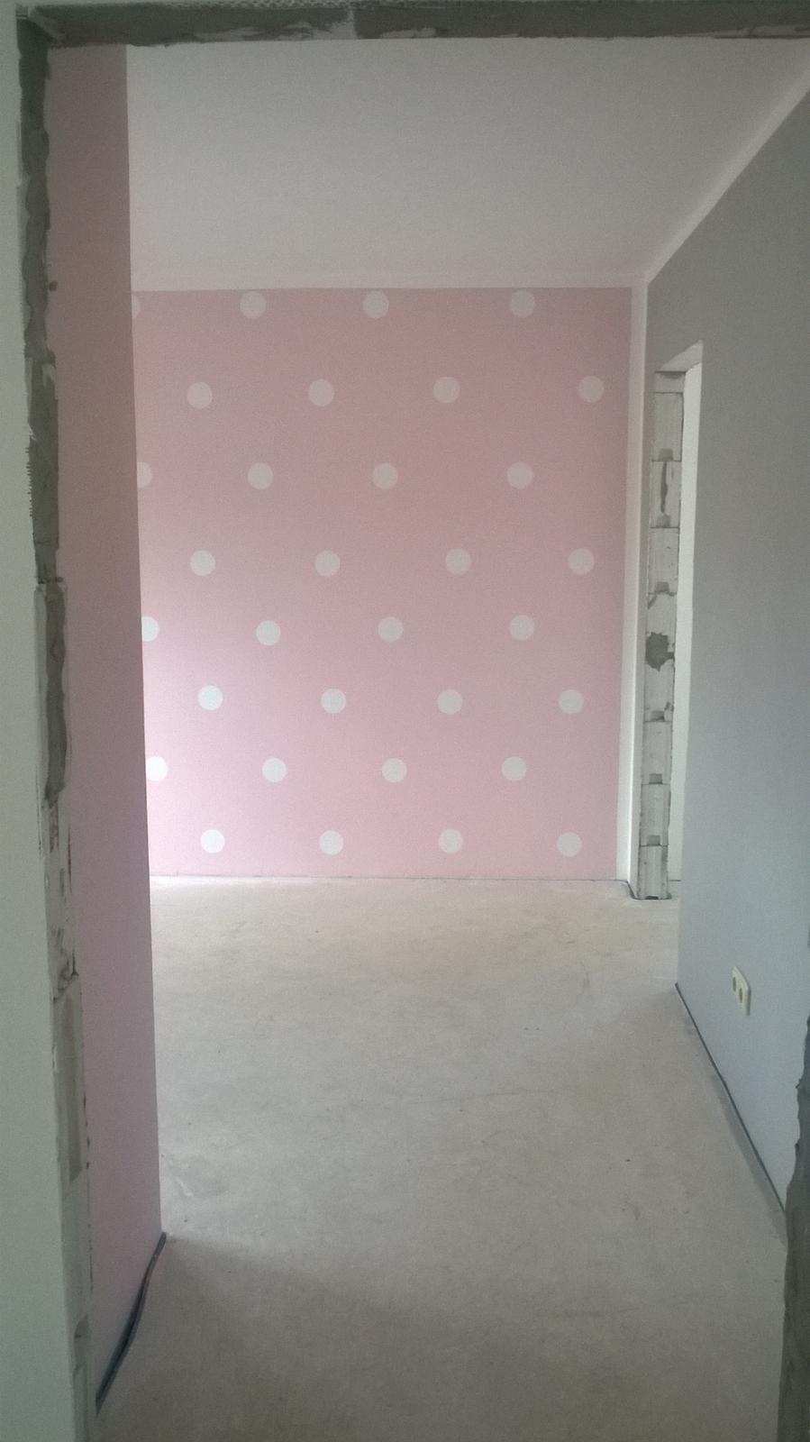 Stavba pasivního domu - Pohled na stěnu v kombinaci s šedou. Nábytek bude bílý, stejně tak poličky na knížky, psací stůl a obrázky na stěnách.