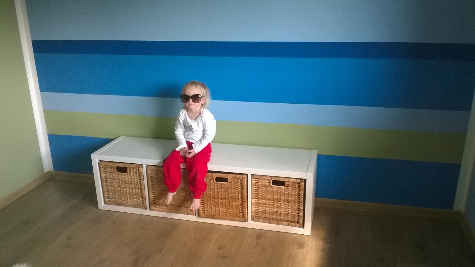 Stavba pasivního domu - První kousek nábytku v pokojíčku hotovýýýý!