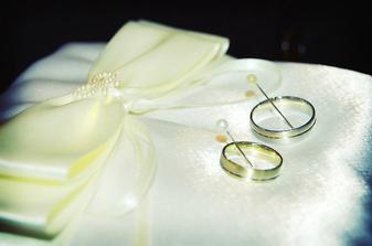 naše prstýnky, polštářek šila tchýně:)děkuju