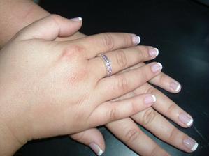 Zásnubní prstýnek z 11.11.2006 a zkouška nehtů