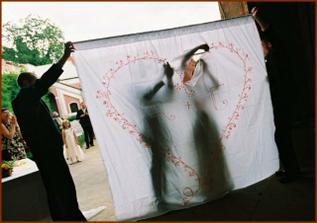 Nase srdce na prostrihovani, krasna vyroba me sikovne kamaradky Katky. Tato tradice symbolizuje spolupraci a prechod vykrojenym srdcem vstup do noveho zivota    /   Our heart, a beautiful creation of my friend Katka. This tradition symbolizes working