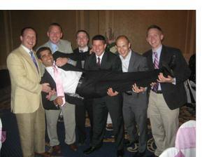 Aleemovy kamaradi ze stredni skoly. Ray, 3. zleva, bohuzel tragicky zahynul pri autonehode 22.12. 2008. Nikdy na nej nezapomeneme.