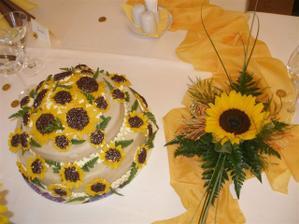 I dortík byl stylový. Když slunečnicová svatba,tak holt se vším všudy :-)