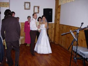 první manželský tanec, polka, za námi