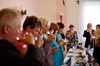 na novomanžele-a všichni pili
