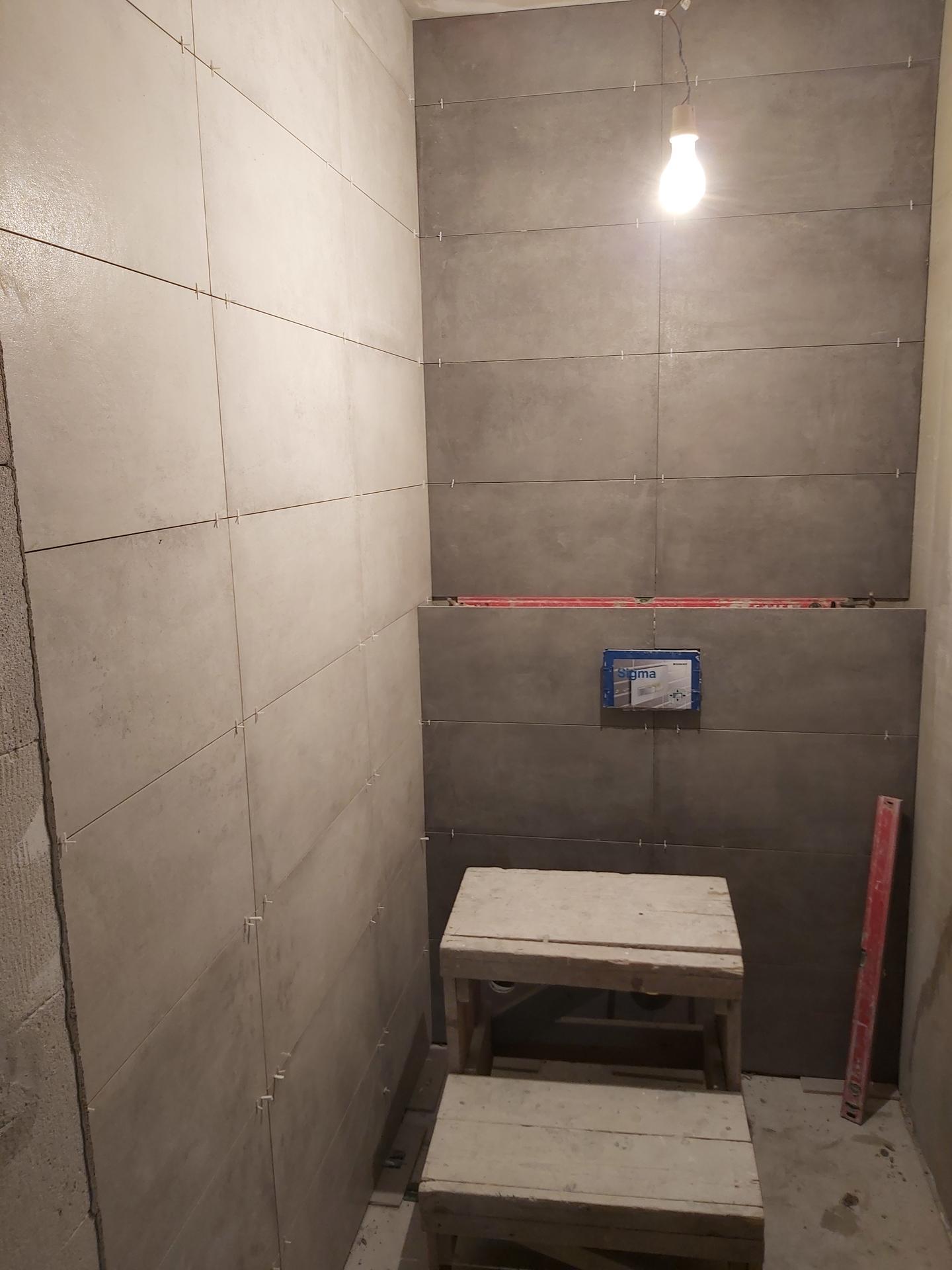 Toto je nejvíc ❤ vzkaz na stavbě od holčiček na polystyrenu! Také je už obloženo wc. Člověk má hned krásnější den a je o to víc vděčný 🙏😍. - Obrázek č. 1