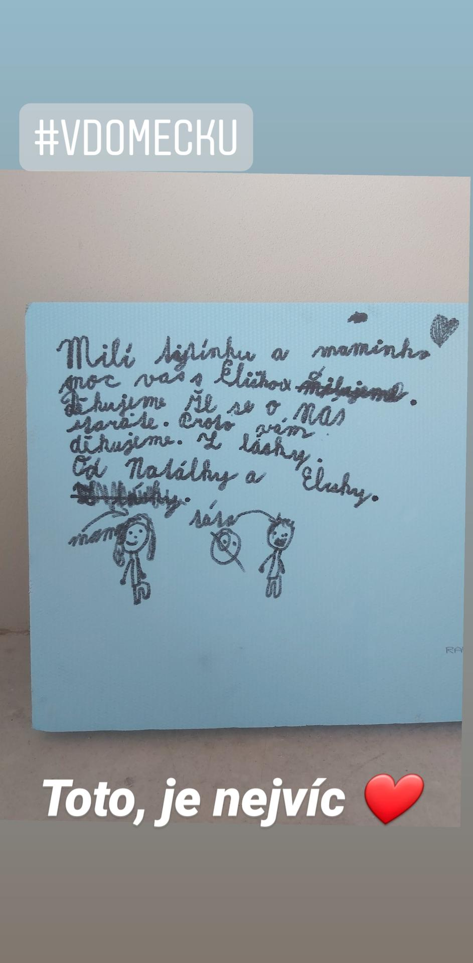 Toto je nejvíc ❤ vzkaz na stavbě od holčiček na polystyrenu! Také je už obloženo wc. Člověk má hned krásnější den a je o to víc vděčný 🙏😍. - Obrázek č. 2