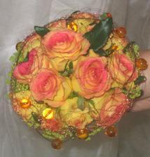 krasné kytky s kamínkama a korálkama_1
