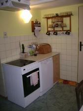 A konečně poslední roh kuchyně. Ještě by to chtělo nové obložení. Ale to později.