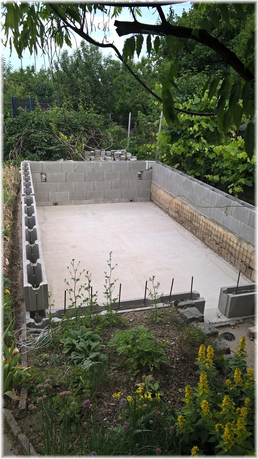 Vlastníma rukama - ze skleníku bazén - u nás už se betonuje :)