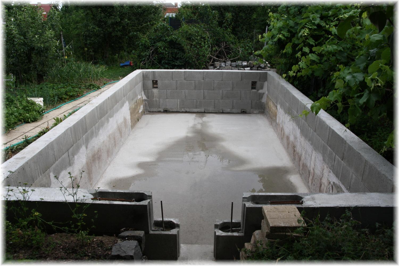 Vlastníma rukama - ze skleníku bazén - Vrátila jsem se po týdnu ze služebky a bazén prozatím hotov :)