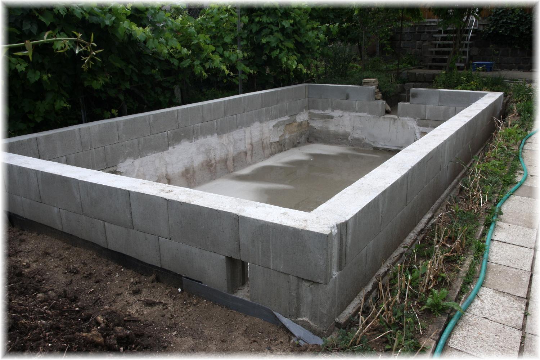 Vlastníma rukama - ze skleníku bazén - Teď musíme počkat na dodání vnitřku.