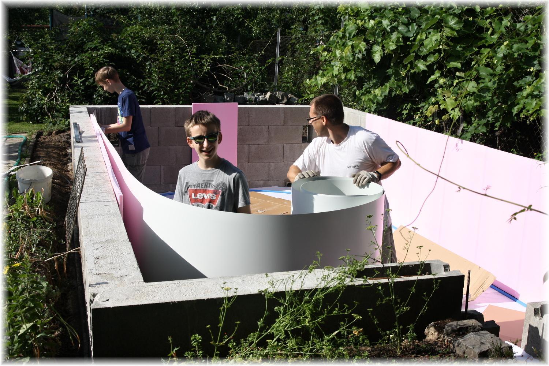 Vlastníma rukama - ze skleníku bazén - A je tady den D :)