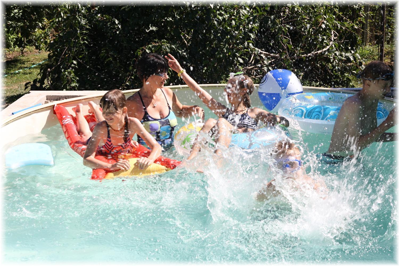 Vlastníma rukama - ze skleníku bazén - Bazén už je plně v provozu :)