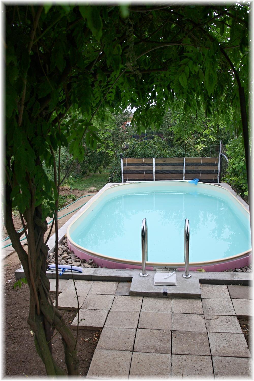 Vlastníma rukama - ze skleníku bazén - Jetě chybí dodělat okolí, ale funkci plní výborně.