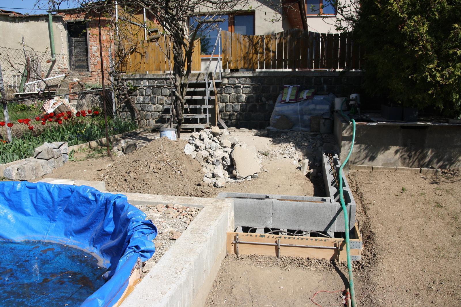 Vlastníma rukama - ze skleníku bazén - Budujeme terásku u bazénu