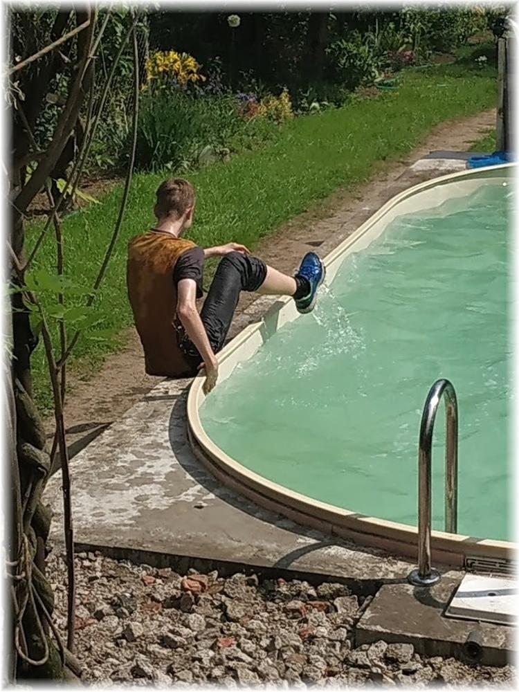 Vlastníma rukama - ze skleníku bazén - No a ti méně odvážní to otestovali nedobrovolně :D