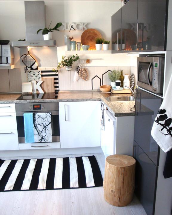 U nás doma - koberec, oba tácy se vzorem, utěrka ptáci, vše vlastní návrh i provedení