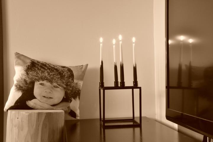 U nás doma - polštář i svícen vlastní tvorba