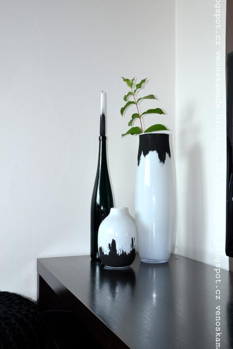 U nás doma - vázy koupené v levné knize za pár korun, natřené akrylem