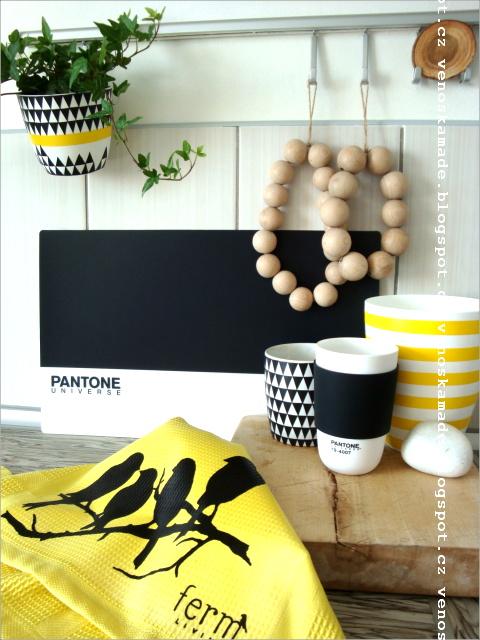 U nás doma - černý a žletý květináček vlastní tvorba