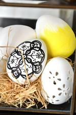 vajíčka jsem letos pořídila z recyklovatelného papíru, jsou velmi identická, prcek je nerozbije a krásně se na ně maluje, pořídila jsem v papírnictví 10ks cca 29 kč