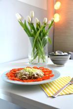 večeře...salát z tuňáka, pórku, tvarohu podávané jako teplé, janí cibulka, obloha