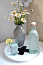 piju vodu s citrónem