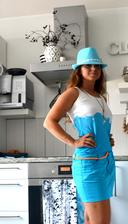 K modrému bydlení i modrá do šatníku, tílko i sukně barveno barvou na textil artemis, za studena jen se zažehlí, jednoduché a ty zářivé barvy pecka